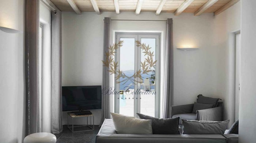 Mykonos-Choulakia-2-–-Private-Villa-with-Pool-Stunning-Views-for-Rent-3