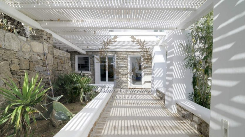 Private-Villa-for-Rent-in-Mykonos-–-Greece-Aleomandra-Private-Pool-Stunning-views-CODE-MAL-4-www.bluecollection.gr-3