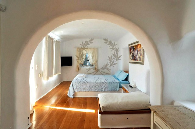 Mykonos Exclusive Villa with Private Spa Pool & Breathtaking views for rent p7 (2)