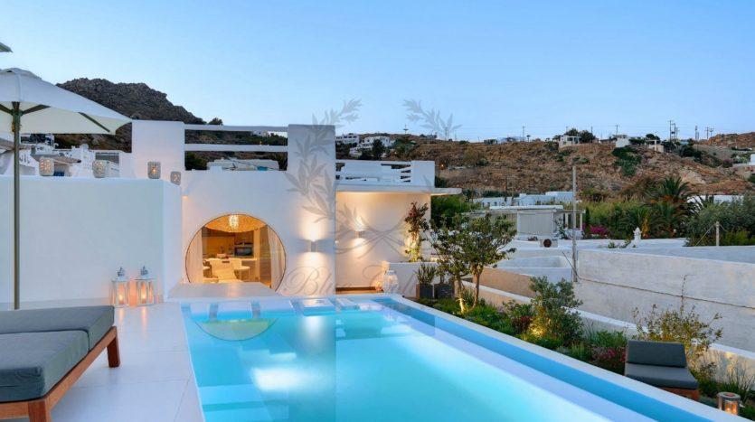 Mykonos_Psarou_Beach_Luxury_Villa_for_Rent_KNS (12)