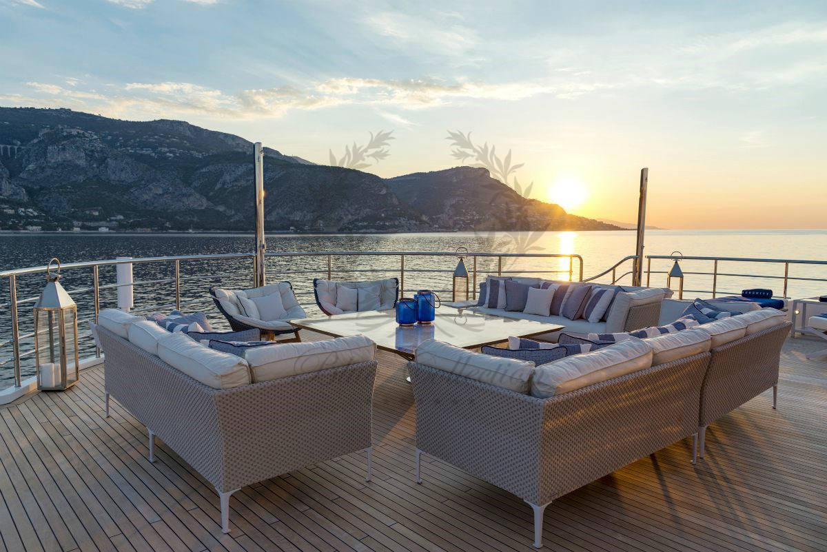 Blue_Yachting_Mykonos_Greece_Luxury_Yachts_MY_SERENITY