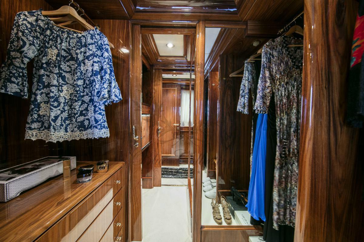 Luxury_Yacht_for_Charter_Mykonos_Greece_MY_JAAN (19)