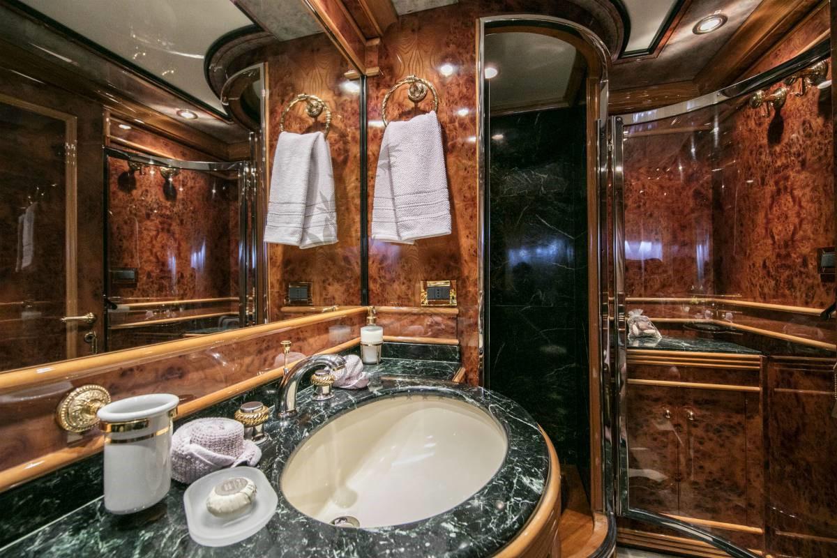 Luxury_Yacht_for_Charter_Mykonos_Greece_MY_JAAN (31)