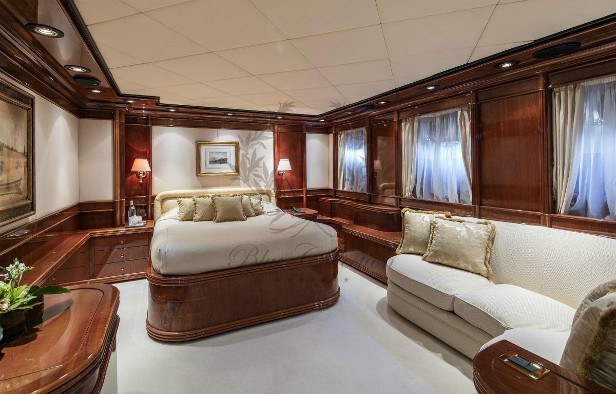Luxury_Yacht_for_Charter_Mykonos_Greece_MY_JAAN (34)