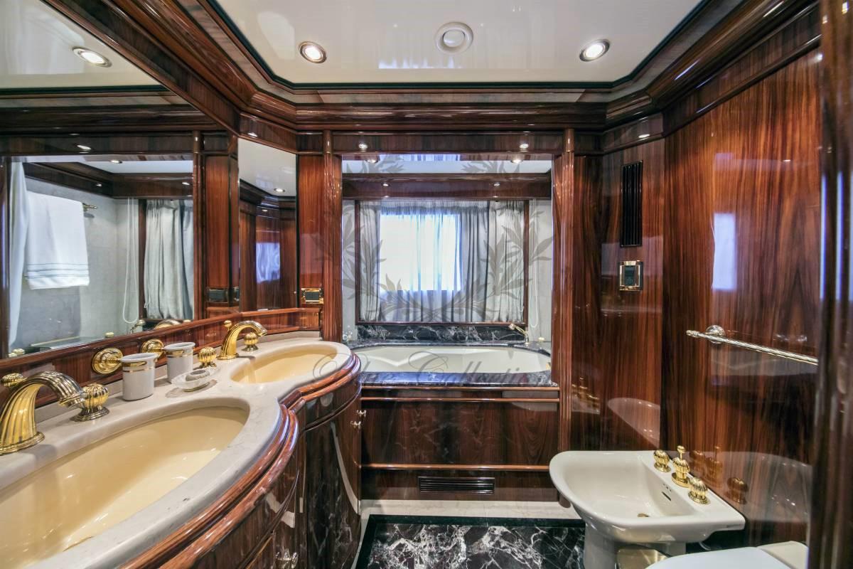 Luxury_Yacht_for_Charter_Mykonos_Greece_MY_JAAN (35)
