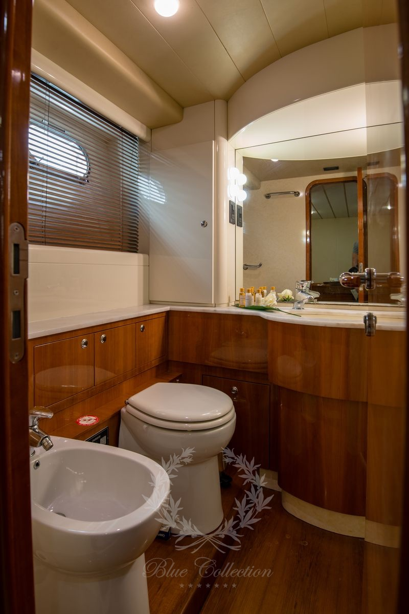 Luxury_Yacht_for_Charter_Mykonos_Greece_Ananas_8