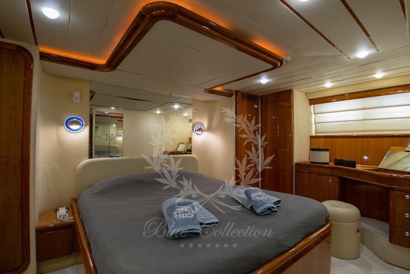 Luxury_Yacht_for_Charter_Mykonos_Greece_Ananas_9