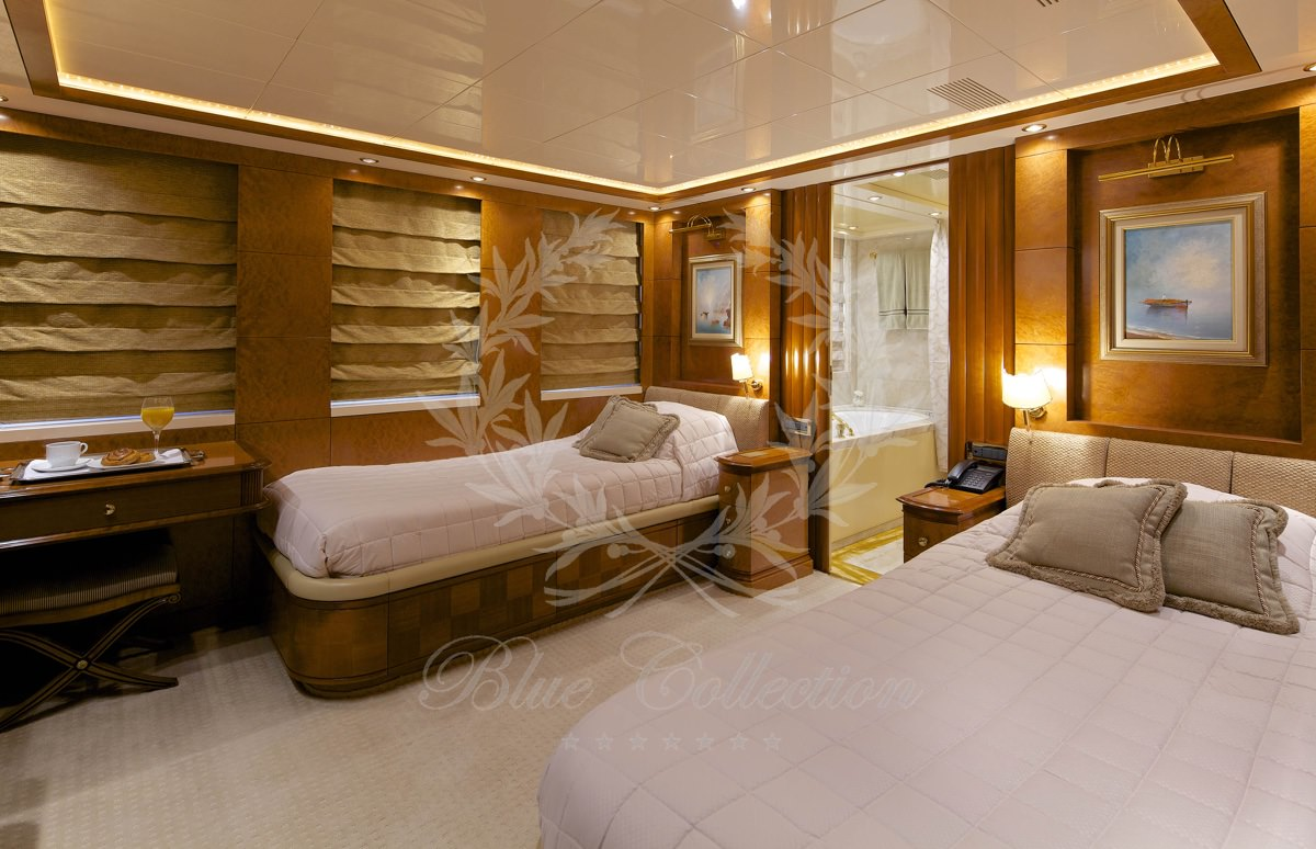 Luxury_Yacht_for_Charter_Mykonos_Greece_Oceanos_15