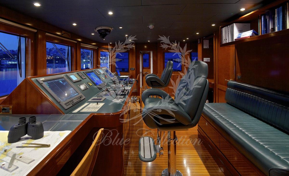 Luxury_Yacht_for_Charter_Mykonos_Greece_Oceanos_18