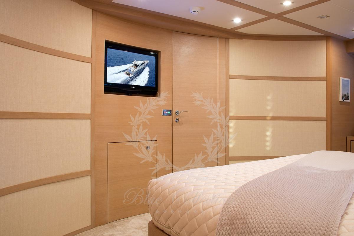 Luxury_Yacht_for_Charter_Mykonos_Greece_Sun_Anemos_9