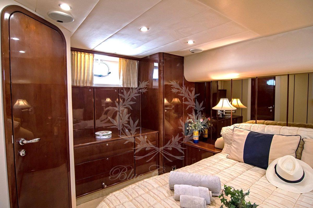 Luxury_Yacht_for_Charter_Mykonos_Greece_Venali_10