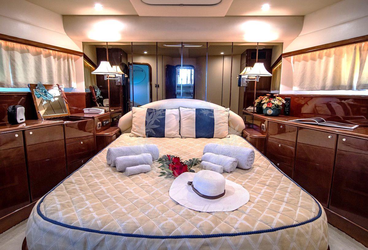 Luxury_Yacht_for_Charter_Mykonos_Greece_Venali_8