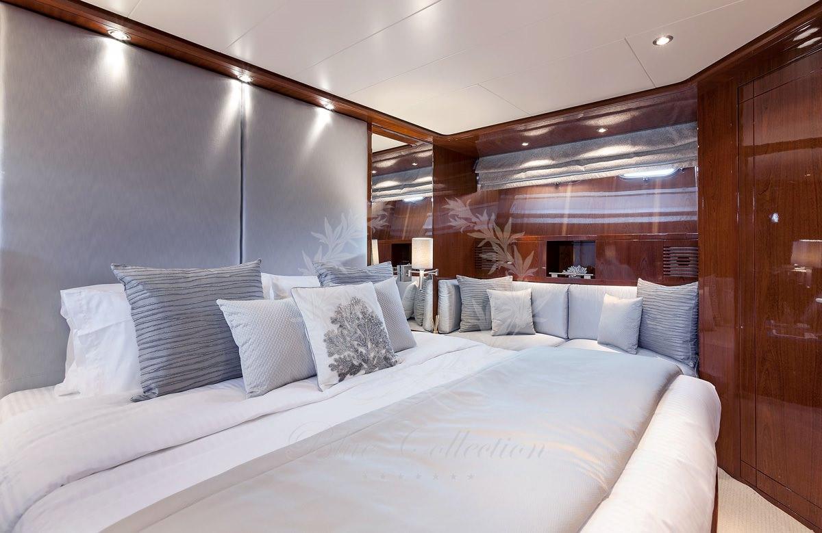 Luxury_Yacht_for_Charter_Mykonos_Greece_my_zen_13