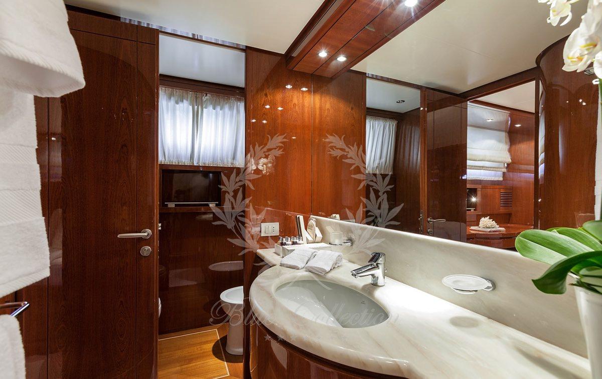 Luxury_Yacht_for_Charter_Mykonos_Greece_my_zen_14