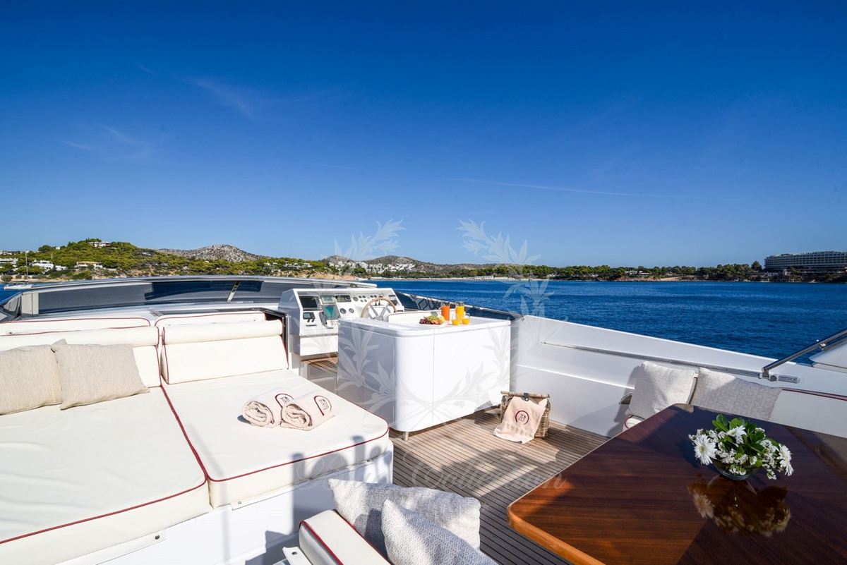 Luxury_Yacht_for_Charter_Mykonos_Greece_my_zen_4