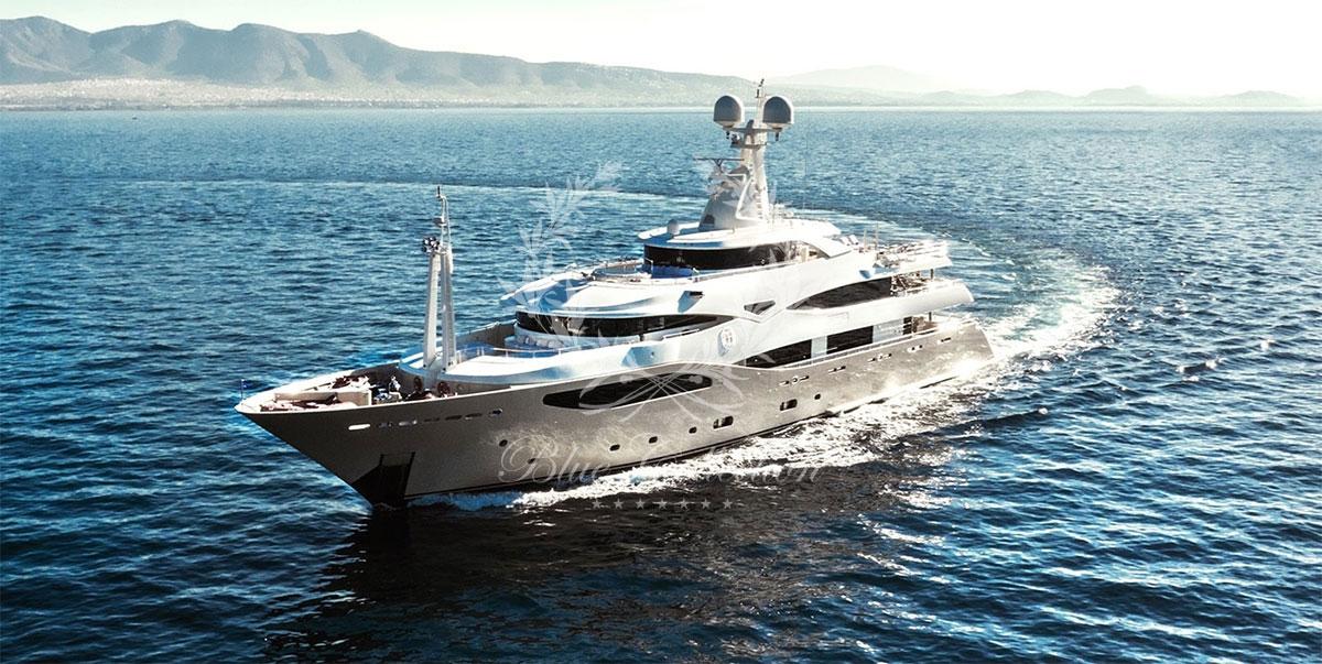 Greece_Luxury_Yachts_LIGHT_HOLIC-(1)