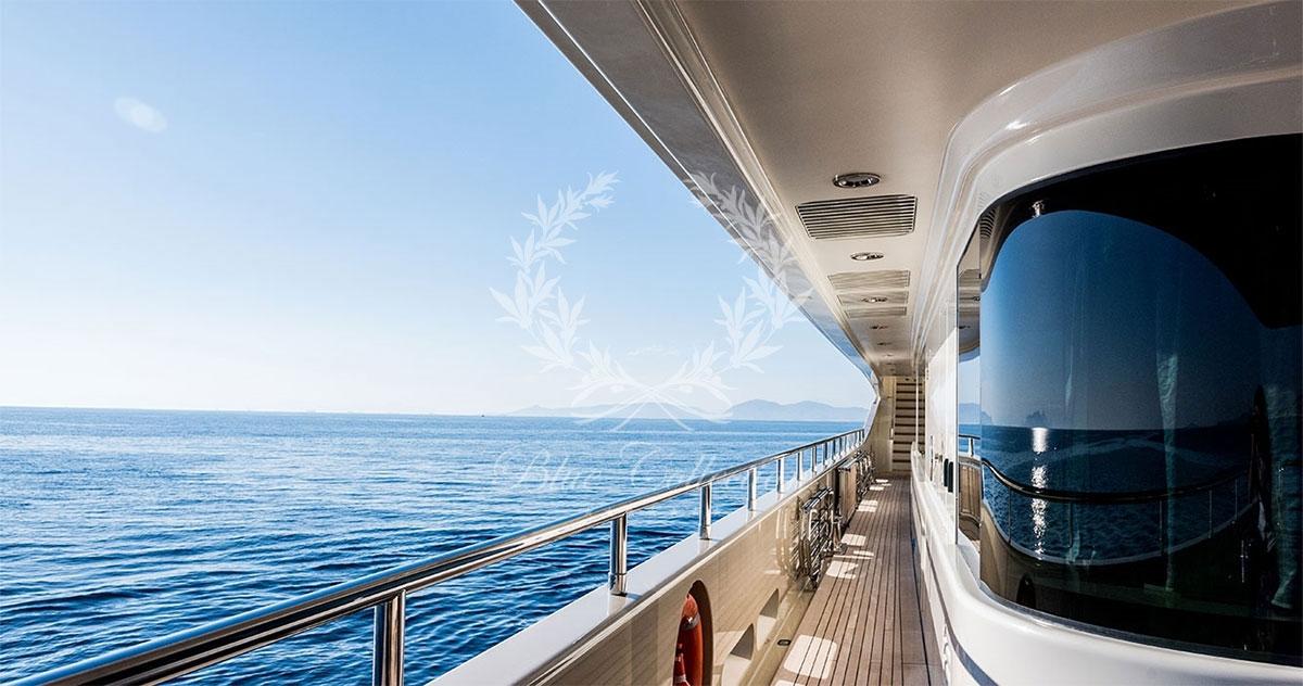 Greece_Luxury_Yachts_LIGHT_HOLIC-(10)