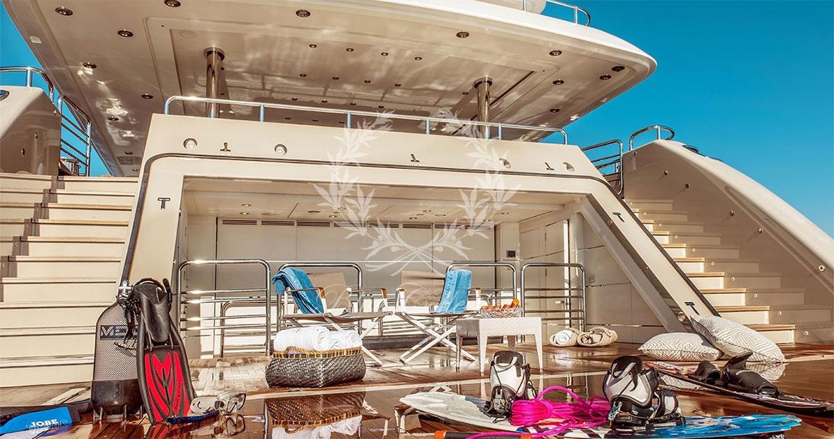 Greece_Luxury_Yachts_LIGHT_HOLIC-(11)