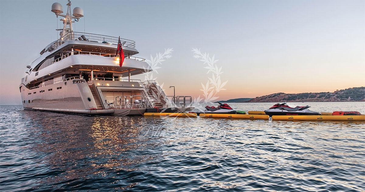 Greece_Luxury_Yachts_LIGHT_HOLIC-(12)