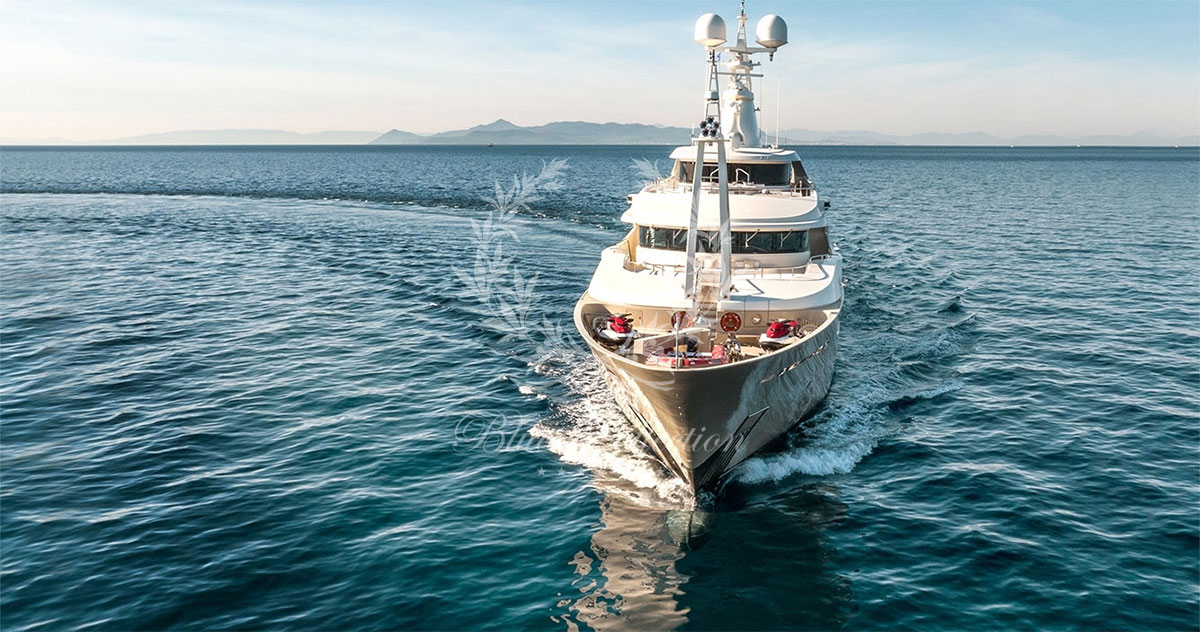 Greece_Luxury_Yachts_LIGHT_HOLIC-(2)