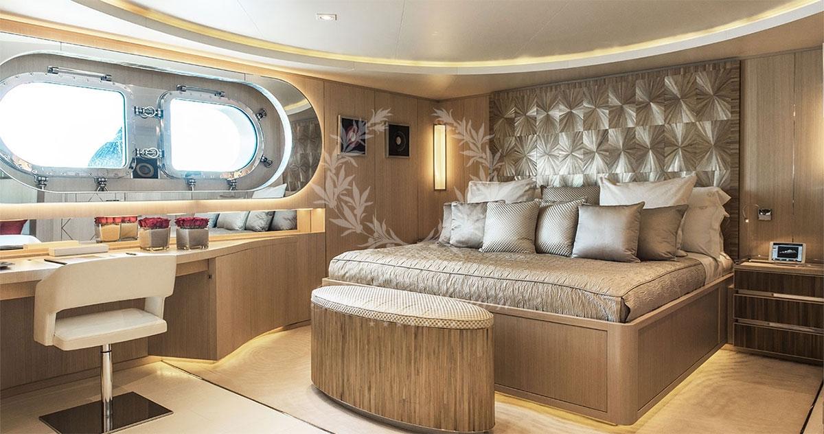 Greece_Luxury_Yachts_LIGHT_HOLIC-(21)
