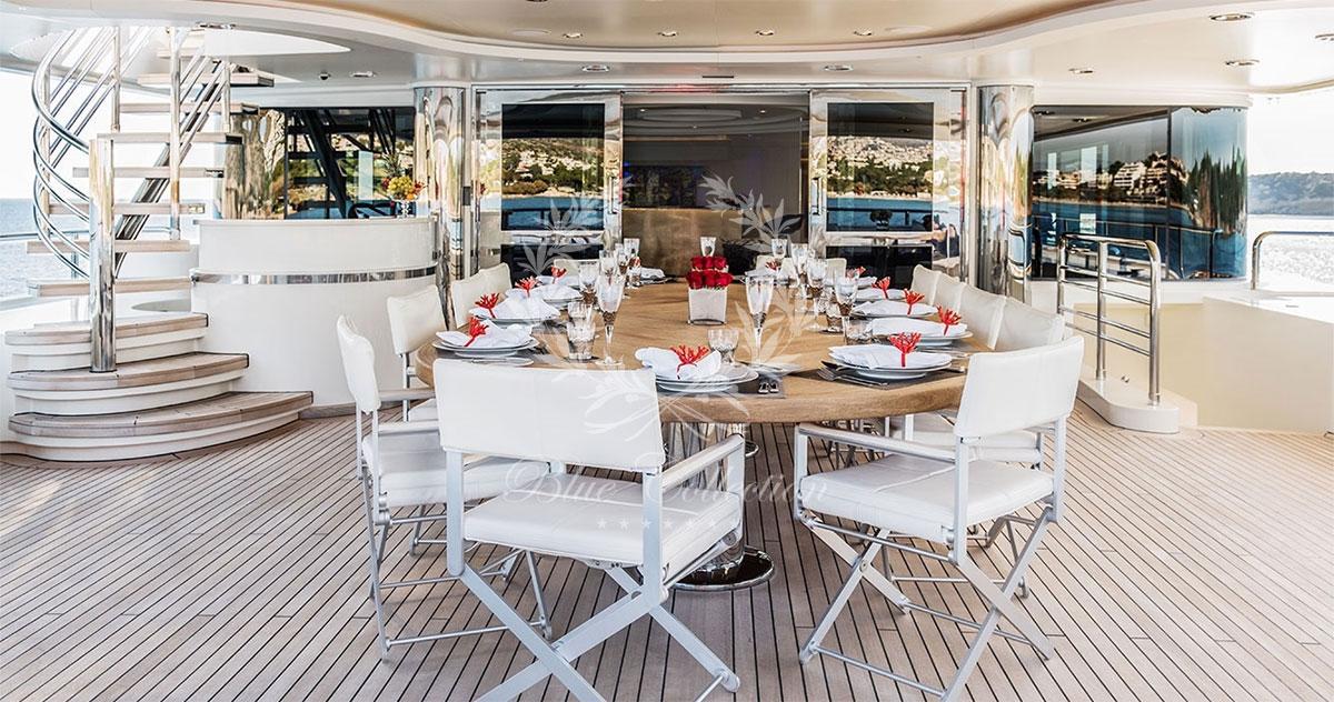 Greece_Luxury_Yachts_LIGHT_HOLIC-(8)